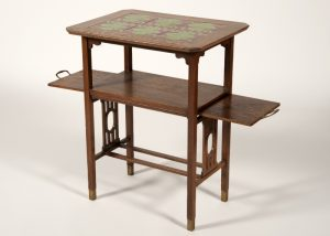 A tiled top table -635
