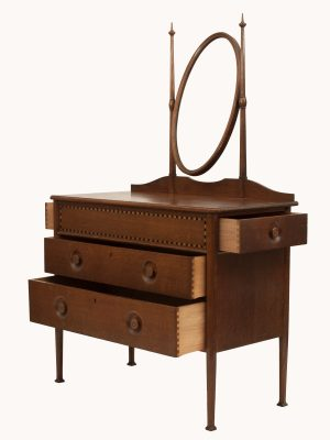 An inlaid oak dressing table-663