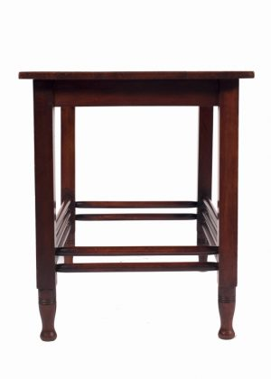 A mahogany table -684