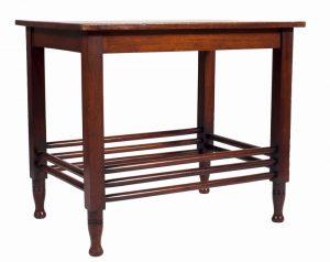 A mahogany table -687