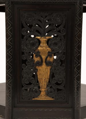 A French Art Deco table -1066
