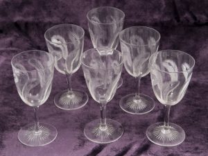 A carafe and six glasses -1169